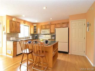 Photo 2: 251 Heddle Ave in VICTORIA: VR View Royal House for sale (View Royal)  : MLS®# 717412