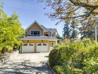 Photo 2: 828 17TH Street in West Vancouver: Ambleside House for sale : MLS®# R2616452