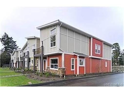 Main Photo:  in VICTORIA: La Langford Proper Row/Townhouse for sale (Langford)  : MLS®# 452010