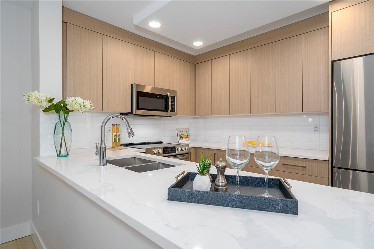 Main Photo: 1005 220 ELEVENTH STREET in : Uptown NW Condo for sale : MLS®# R2352993