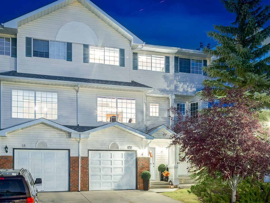 Main Photo: 22 Lincoln Green SW in : Lincoln Park House for sale (Calgary)  : MLS®# c4143515