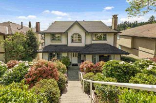 Photo 1: 517 TEMPE Crescent in North Vancouver: Upper Lonsdale House for sale : MLS®# R2577080