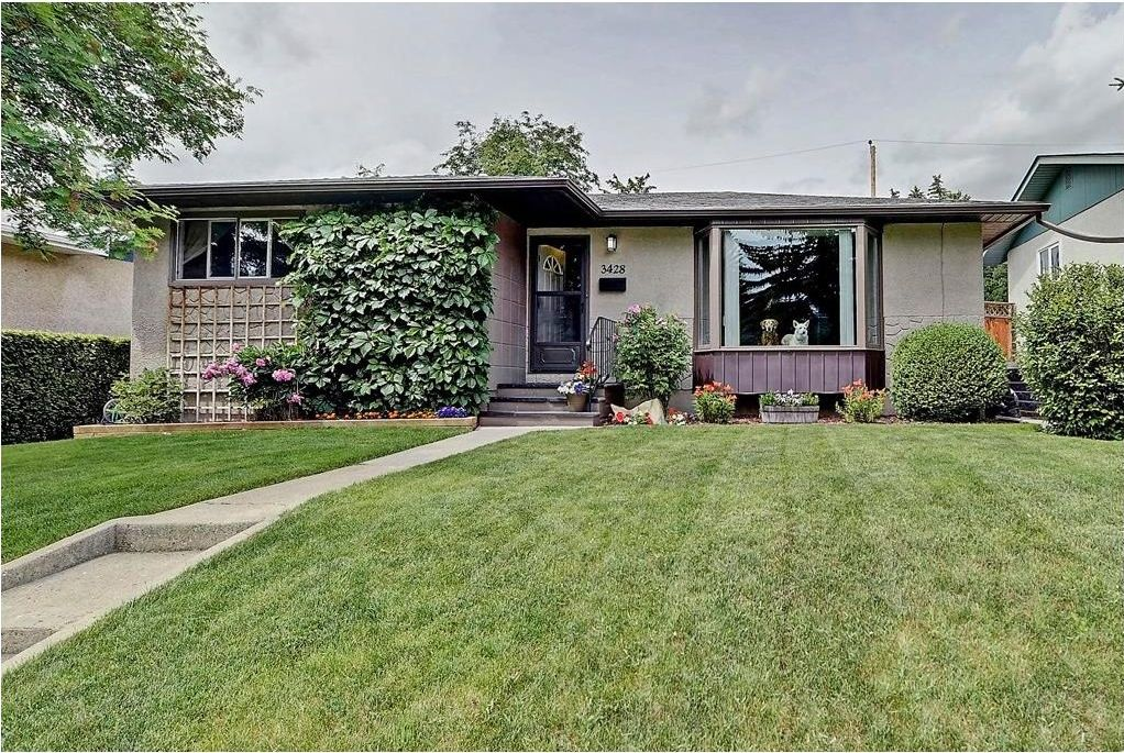 Main Photo: 3428 62 Avenue SW in Calgary: Lakeview House for sale : MLS®# C4128829