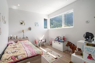 """Photo 19: 2211 CRUMPIT WOODS Drive in Squamish: Valleycliffe House for sale in """"Crumpit Woods"""" : MLS®# R2494676"""