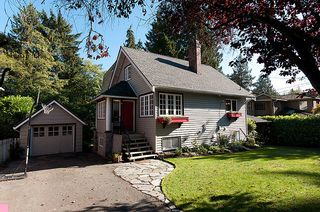 Photo 1: 914 S Sinclair Street in West Vancouver: Ambleside House for sale