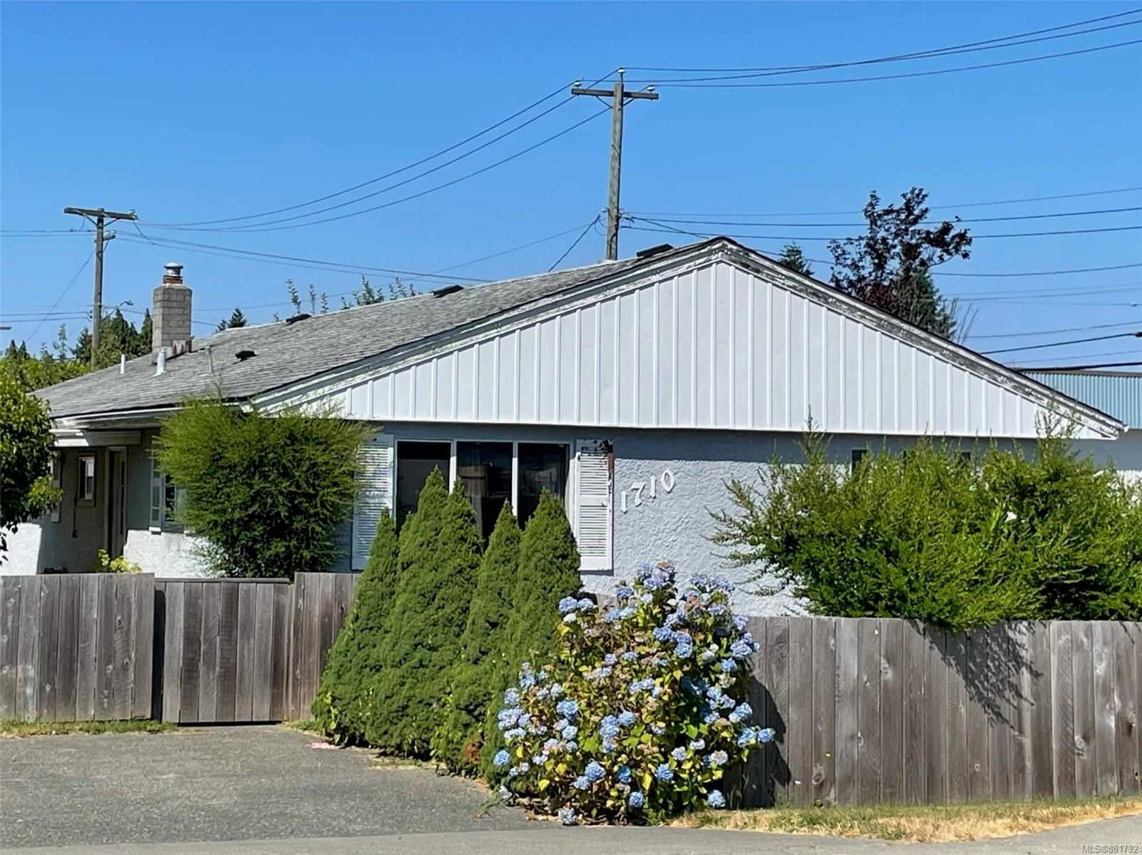 Main Photo: 1710 15th Ave in : CR Campbellton House for sale (Campbell River)  : MLS®# 881792