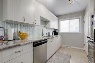 Photo 11: 2117 + 2119 4 AV NW in Calgary: West Hillhurst House for sale : MLS®# C4238056
