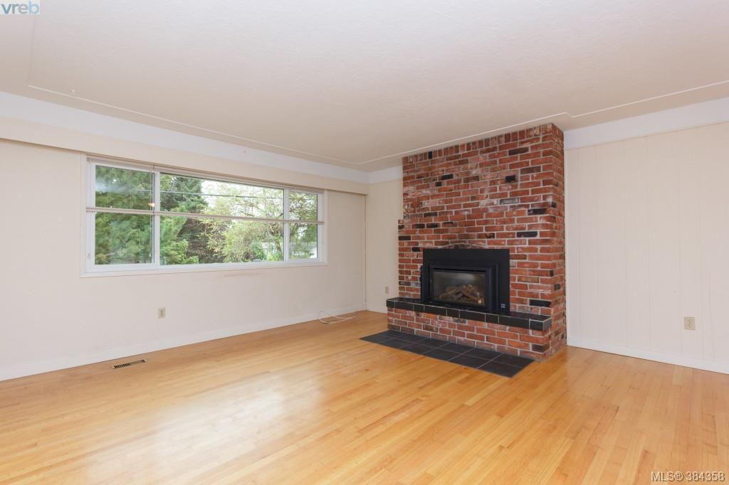 Photo 3: Photos: 2048 Melville Dr in SAANICHTON: Si Sidney North-East House for sale (Sidney)  : MLS®# 772514