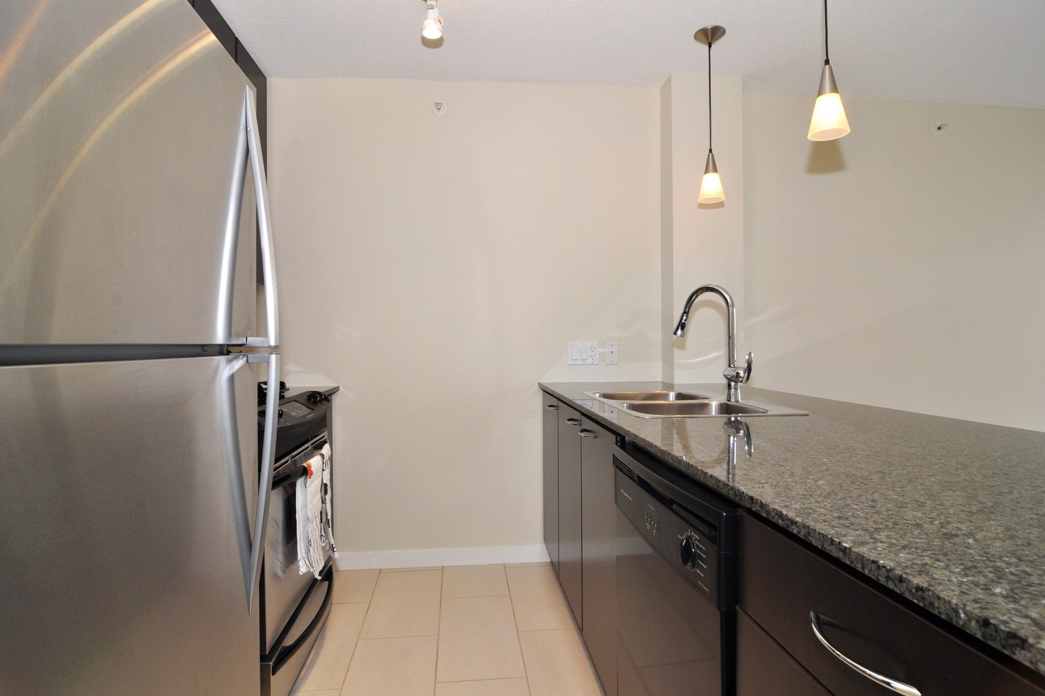 """Photo 6: Photos: 312 7138 COLLIER Street in Burnaby: Highgate Condo for sale in """"STANDFORD HOUSE"""" (Burnaby South)  : MLS®# R2224760"""