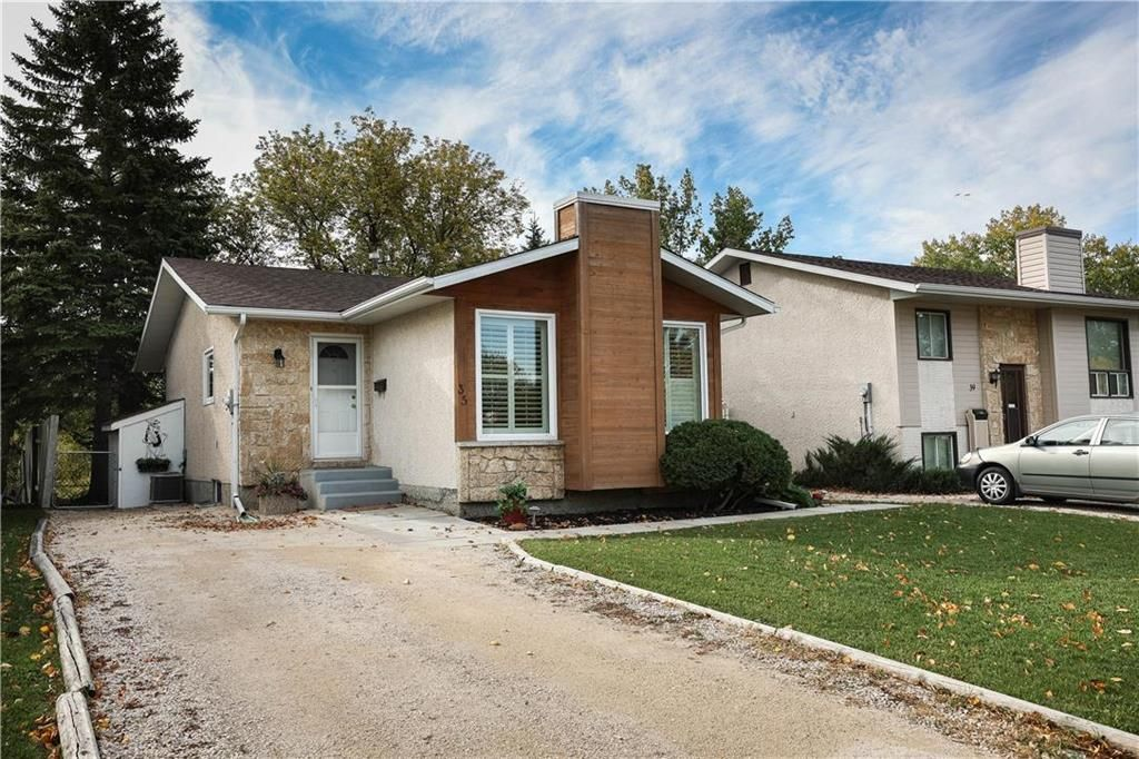 Main Photo: 35 Delorme Bay in Winnipeg: Richmond Lakes Residential for sale (1Q)  : MLS®# 202123528