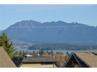 """Photo 4: 3697 W 15TH Avenue in Vancouver: Point Grey House for sale in """"Point Grey"""" (Vancouver West)  : MLS®# V1107915"""
