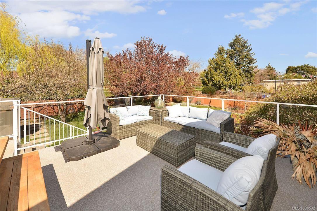 Photo 3: Photos: 1620 Burton Ave in Victoria: Vi Oaklands House for sale : MLS®# 838532