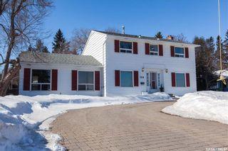 Photo 1: 304 Bate Crescent in Saskatoon: Grosvenor Park Residential for sale : MLS®# SK724443