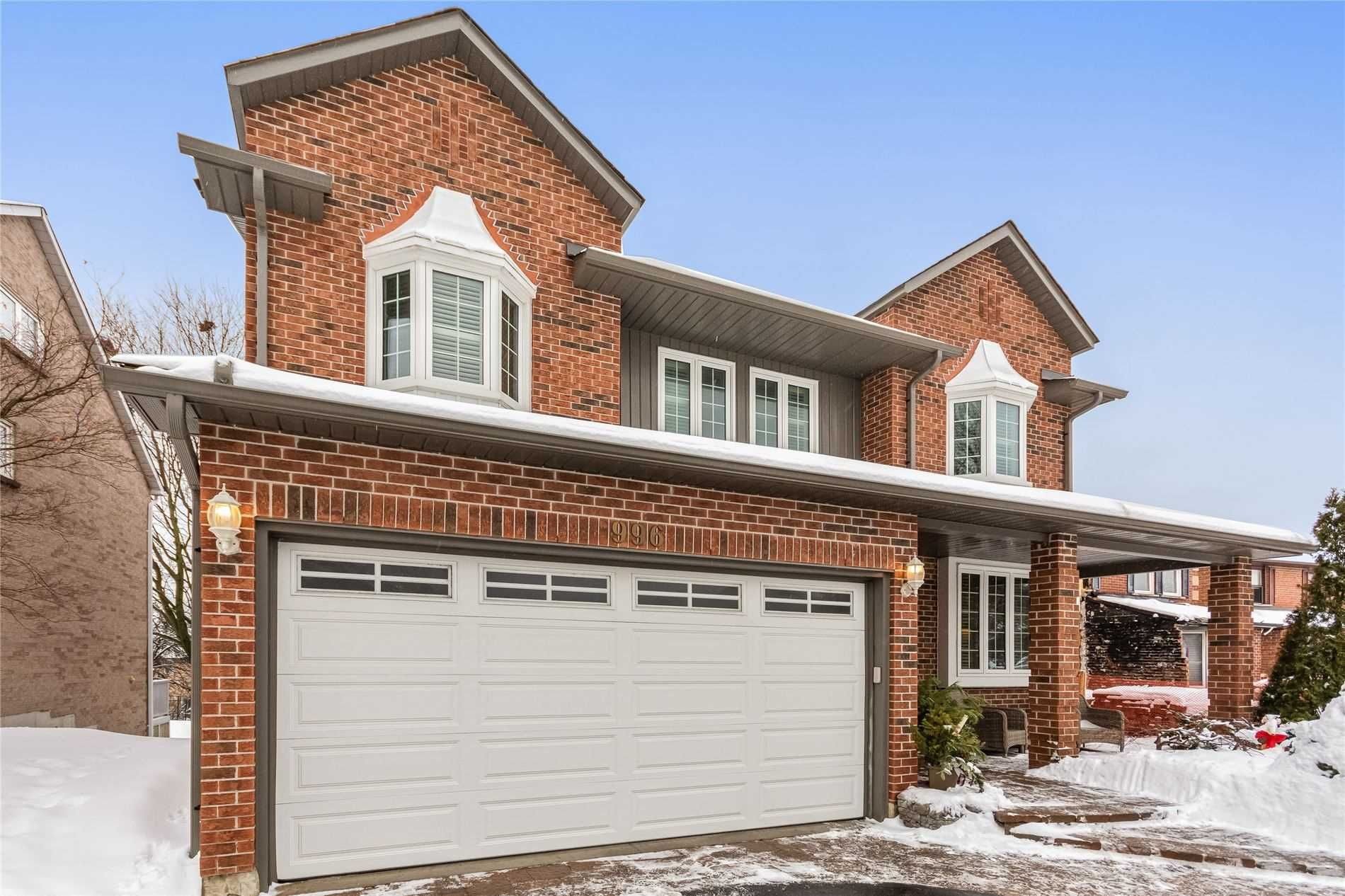 Main Photo: 996 Rambleberry Avenue in Pickering: Liverpool House (2-Storey) for sale : MLS®# E5170404
