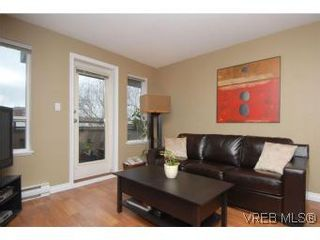 Photo 3: 202 1015 Johnson St in VICTORIA: Vi Downtown Condo for sale (Victoria)  : MLS®# 527659