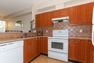 """Photo 6: 51 1010 EWEN Avenue in New Westminster: Queensborough Townhouse for sale in """"WINDSOR MEWS"""" : MLS®# R2017583"""