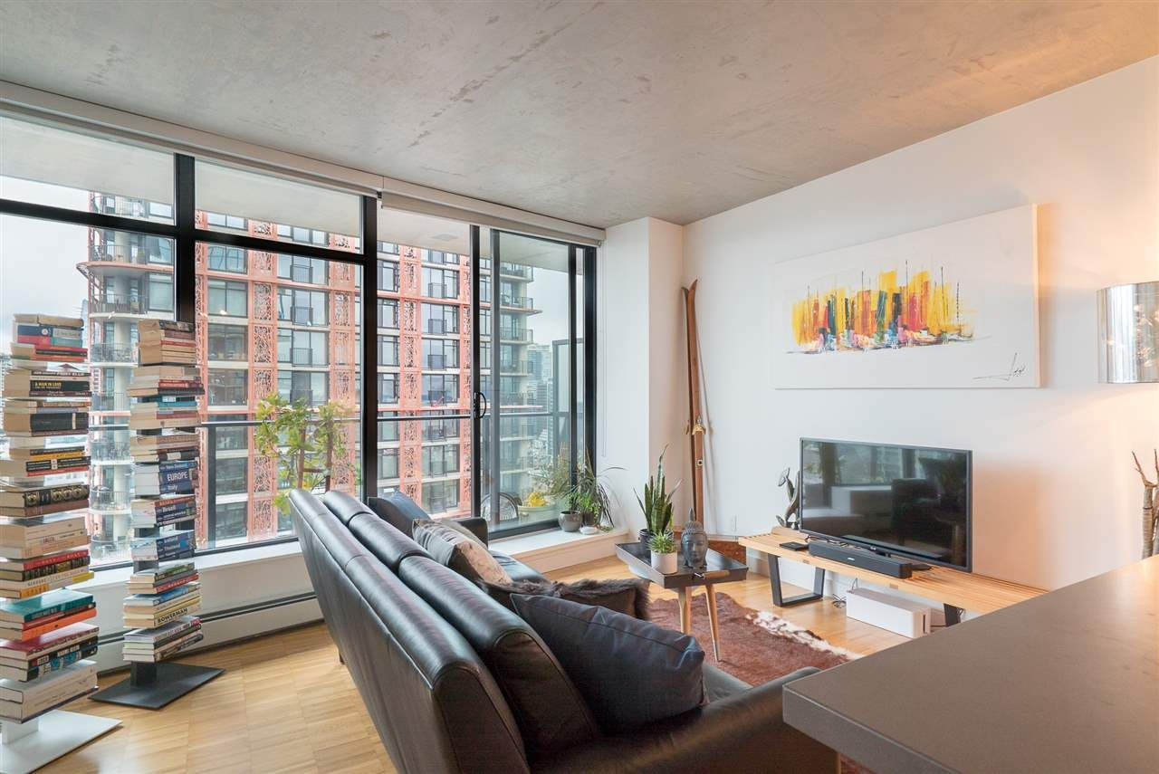"""Main Photo: 2606 108 W CORDOVA Street in Vancouver: Downtown VW Condo for sale in """"WOODWARDS"""" (Vancouver West)  : MLS®# R2237900"""
