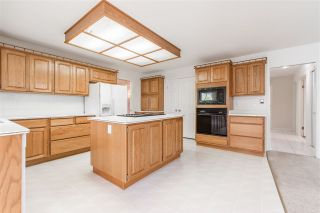 """Photo 7: 19041 62 Avenue in Surrey: Cloverdale BC House for sale in """"Cloverdale Hilltop"""" (Cloverdale)  : MLS®# R2307623"""