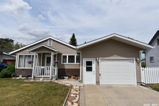Photo 1: 415 6th Avenue West in Nipawin: Residential for sale : MLS®# SK858472