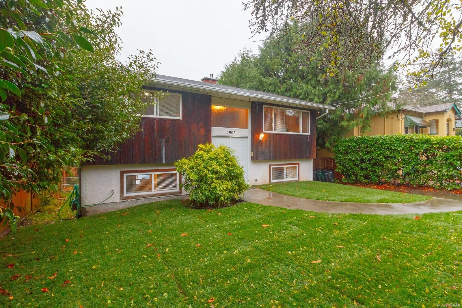 Main Photo: 3905 Grange Rd in : SW Strawberry Vale House for sale (Saanich West)  : MLS®# 860660