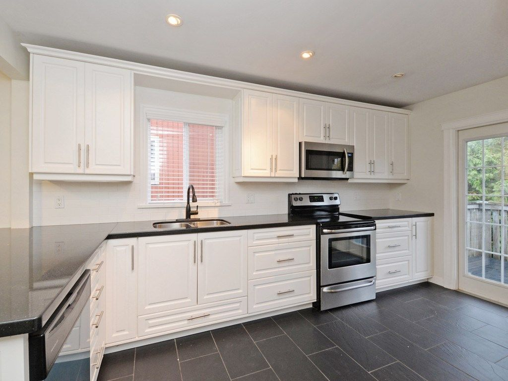 Photo 6: Photos: 3247 SAMUELS Court in Coquitlam: New Horizons House for sale : MLS®# R2219617