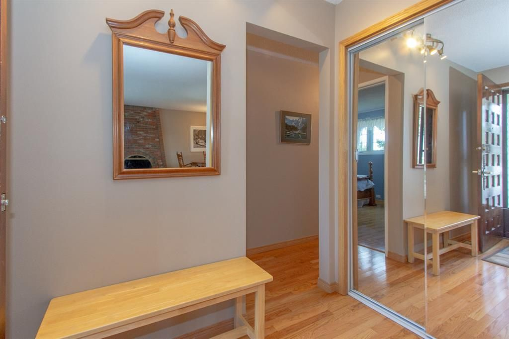 Photo 4: Photos: 1039 Hunterdale Place NW in Calgary: Huntington Hills Detached for sale : MLS®# A1144126