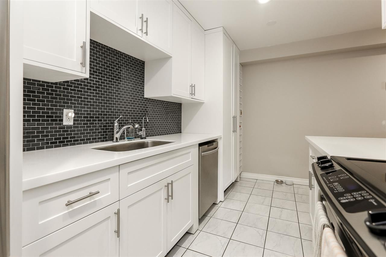 """Photo 9: Photos: 103 1484 CHARLES Street in Vancouver: Grandview VE Condo for sale in """"LANDMARK ARMS"""" (Vancouver East)  : MLS®# R2013401"""
