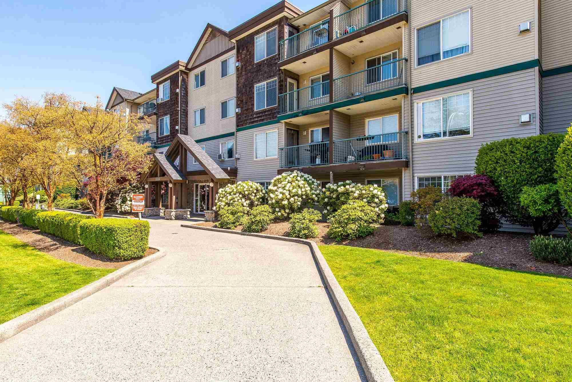 """Main Photo: 208 2350 WESTERLY Street in Abbotsford: Abbotsford West Condo for sale in """"Stonecroft Estates"""" : MLS®# R2596451"""