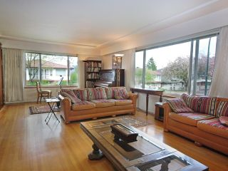 Photo 3: 1076 E 29TH Avenue in Vancouver: Fraser VE House for sale (Vancouver East)  : MLS®# V1062394