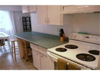 Photo 7: 302 1124 Esquimalt Rd in VICTORIA: Es Rockheights Condo for sale (Esquimalt)  : MLS®# 468144