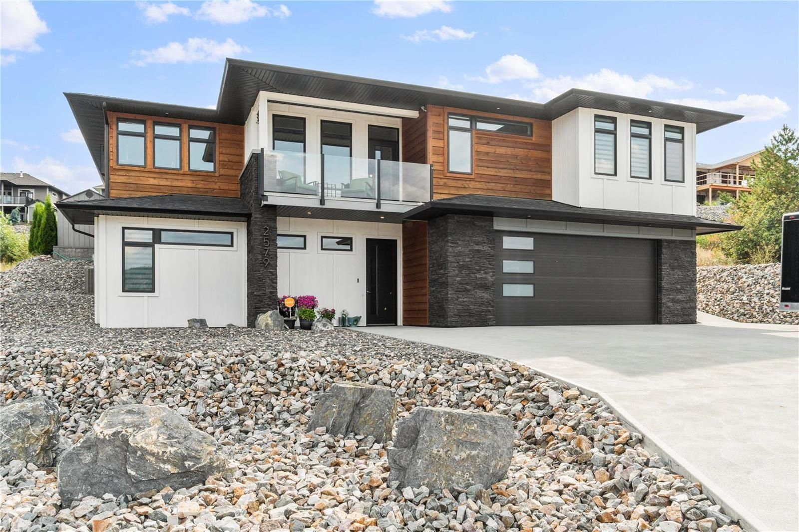 Main Photo: 2579 St Andrews Street, in Blind Bay: House for sale : MLS®# 10239072