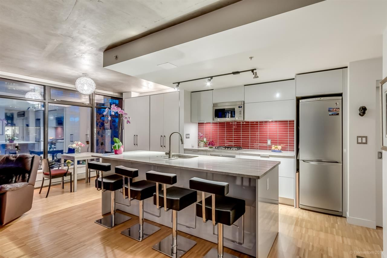 """Photo 6: Photos: 2503 128 W CORDOVA Street in Vancouver: Downtown VW Condo for sale in """"WOODWARDS W43"""" (Vancouver West)  : MLS®# R2199379"""