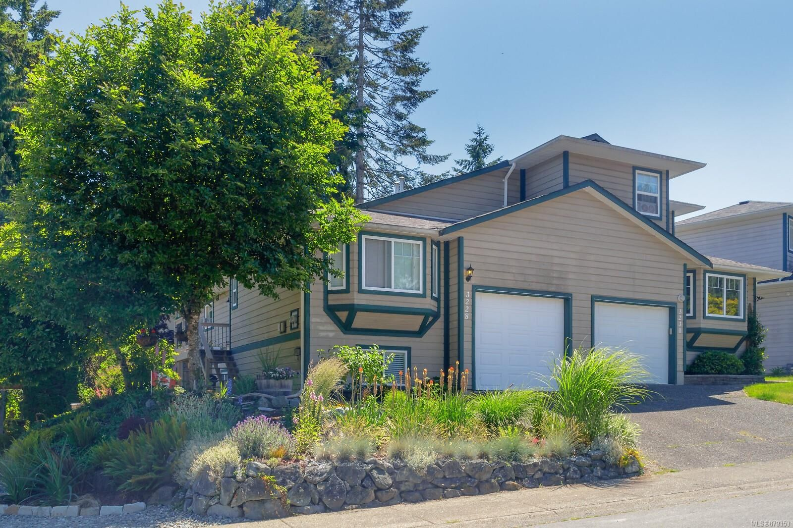 Main Photo: 3228 Hillwood Rd in : Du West Duncan Half Duplex for sale (Duncan)  : MLS®# 879353
