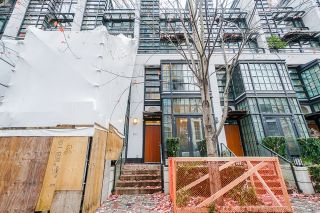 """Photo 3: 1243 SEYMOUR Street in Vancouver: Downtown VW Townhouse for sale in """"elan"""" (Vancouver West)  : MLS®# R2519042"""