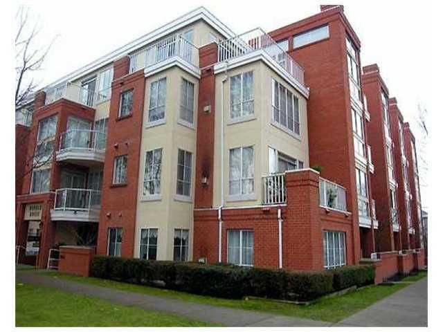 """Main Photo: 207 3621 W 26TH Avenue in Vancouver: Dunbar Condo for sale in """"DUNBAR HOUSE"""" (Vancouver West)  : MLS®# V889470"""