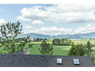 """Photo 17: 39170 OLD YALE Road in Abbotsford: Sumas Prairie House for sale in """"ARNOLD"""" : MLS®# R2197988"""