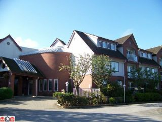 """Photo 1: 102 2229 152ND Street in Surrey: Sunnyside Park Surrey Condo for sale in """"Semiahmoo Court"""" (South Surrey White Rock)  : MLS®# F1113300"""