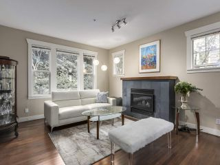 "Photo 1: 229 E QUEENS Road in North Vancouver: Upper Lonsdale Townhouse for sale in ""QUEENS COURT"" : MLS®# R2362718"