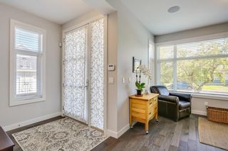 Photo 3: 3713 43 Street SW in Calgary: Glenbrook House for sale : MLS®# C4134793