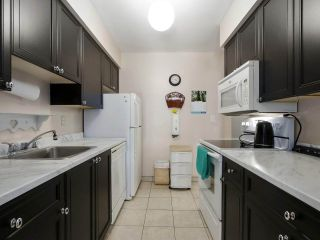 """Photo 8: 2302 10620 150 Street in Surrey: Guildford Townhouse for sale in """"LINCOLNS GATE"""" (North Surrey)  : MLS®# R2449550"""