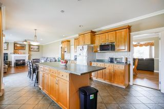Photo 12: 19899 CONNECTING Road in Pitt Meadows: North Meadows PI House for sale : MLS®# R2595660