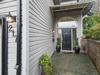 "Photo 4: 217 MORNINGSIDE Drive in Delta: Pebble Hill House for sale in ""MORNINGSIDE"" (Tsawwassen)  : MLS®# R2431224"