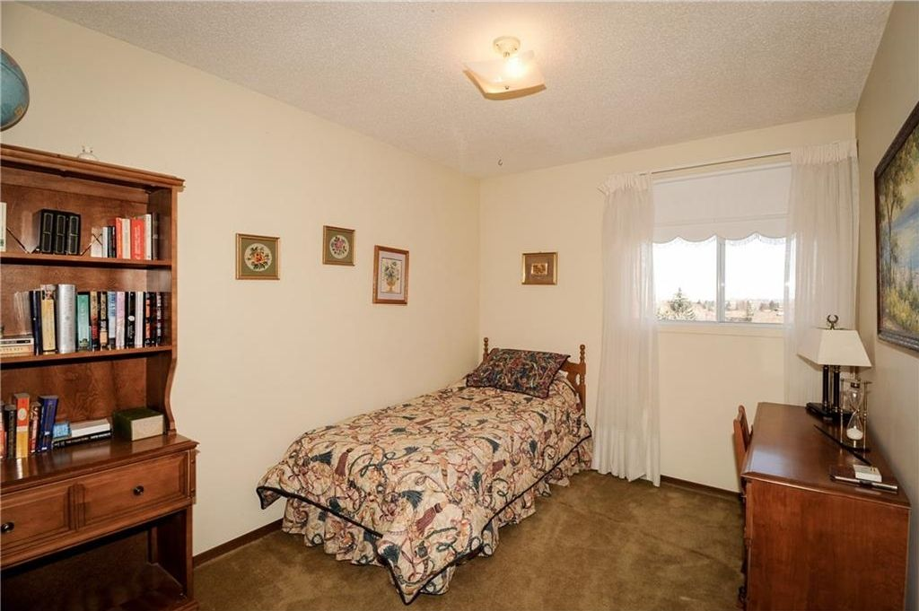 Photo 22: Photos: 52 BERKSHIRE Road NW in Calgary: Beddington Heights House for sale : MLS®# C4105449
