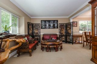 """Photo 4: 15327 28 Avenue in Surrey: King George Corridor House for sale in """"Sunnyside"""" (South Surrey White Rock)  : MLS®# R2349159"""