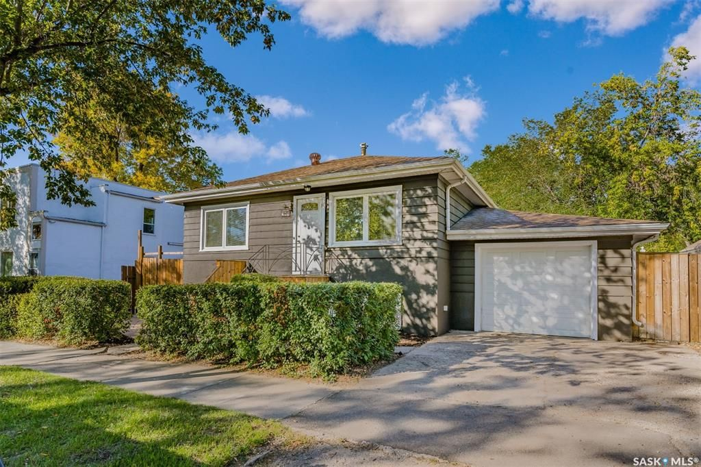 Main Photo: 211 G Avenue North in Saskatoon: Caswell Hill Residential for sale : MLS®# SK870709