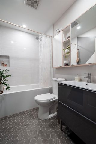 """Photo 9: PH10 2238 ETON Street in Vancouver: Hastings Condo for sale in """"Eton Heights"""" (Vancouver East)  : MLS®# R2562187"""