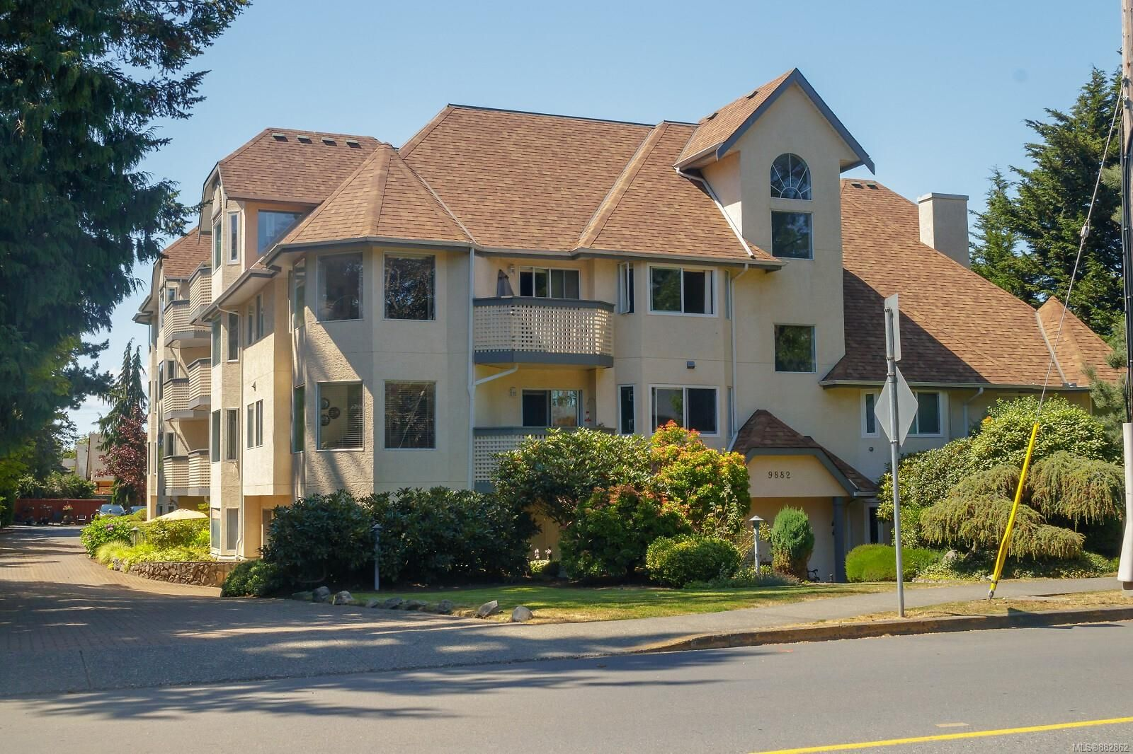 Main Photo: 423 9882 Fifth St in : Si Sidney North-East Condo for sale (Sidney)  : MLS®# 882862