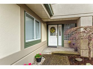 """Photo 2: 147 4001 OLD CLAYBURN Road in Abbotsford: Abbotsford East Townhouse for sale in """"CEDAR SPRINGS"""" : MLS®# R2555932"""