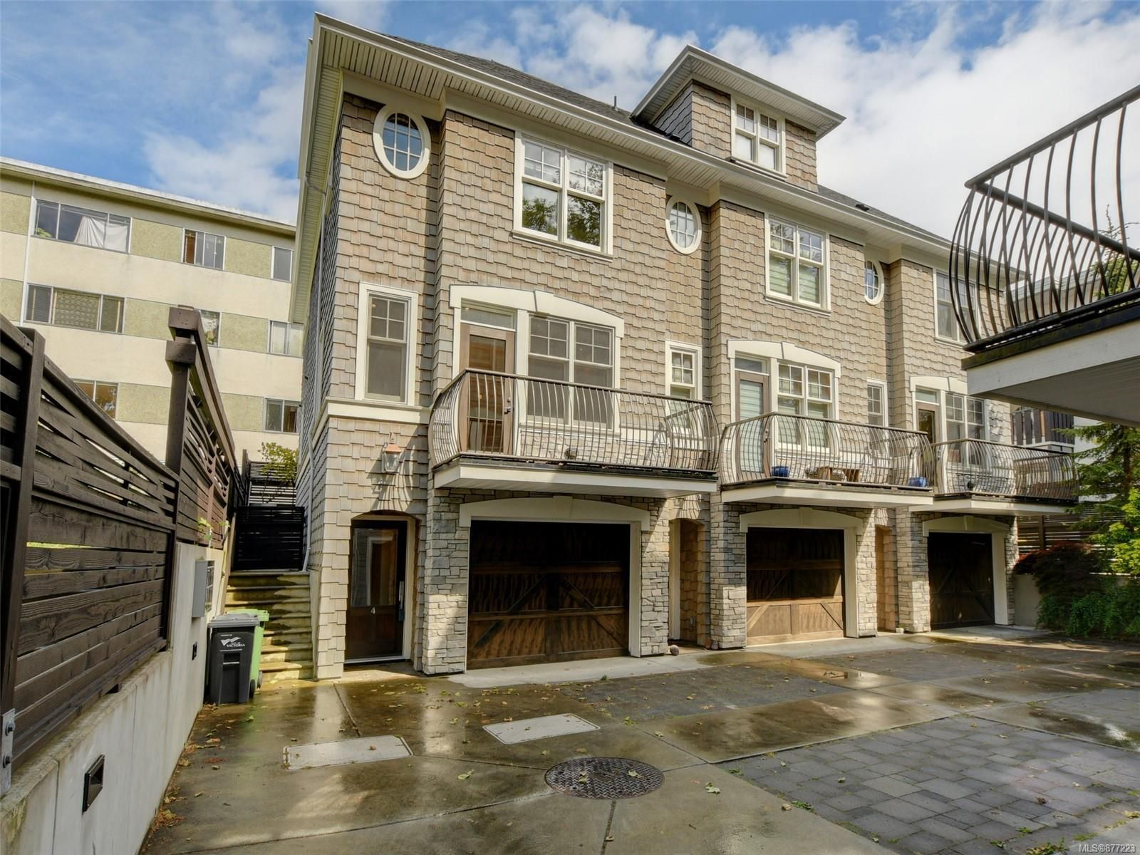 Main Photo: 4 451 Chester Ave in : Vi Fairfield West Row/Townhouse for sale (Victoria)  : MLS®# 877223