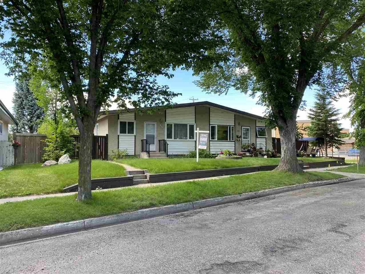 Main Photo: 54 GROSVENOR Boulevard: St. Albert House Half Duplex for sale : MLS®# E4236391